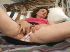 Hirsute slit hotty rubs her hot clit