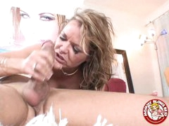 Indecent Hot Kelly Leigh Could Not Expect To Smack Her Award Spurting On Her Mouth