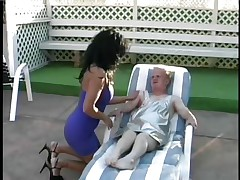 Meet Joey the Midget, the favourable dwarf who gets his ramrod wrapped by the lips of that hot brunette chick Lamia. See how this babe is treating his hard big cock and engulfing it with all her heart as Joey is lying on that chair by the swimming area. Licking, jerking and engulfing really makes Joey happy.